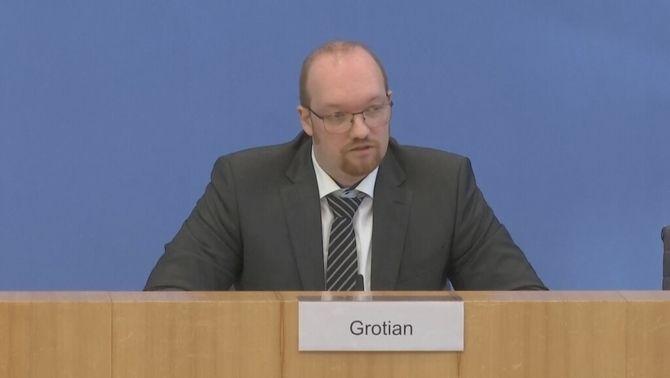 El veterà de l'exèrcit alemany, Marcus Grotian, durant la roda de premsa en què va criticar com s'ha gestionat l'evacuació de l'Afganistan