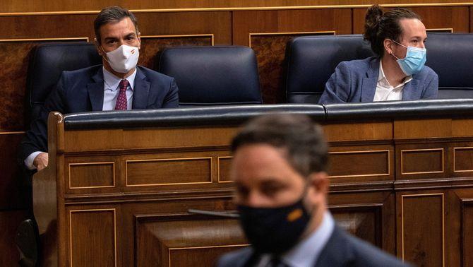 Abascal passa per davant de Sánchez i Iglesias, aquest dijous al Congrés