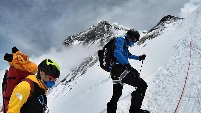 Kilian Jornet i David Göttler passen la nit a 7.200 m al camp 3 de l'Everest en ple brot de la Covid