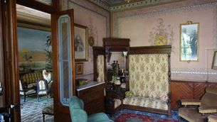Unes de les habitacions de Can Millet, reformada amb estil modernista a principis del segle XX