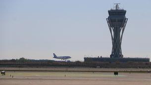 Un avió aterra a l'aerport del Prat