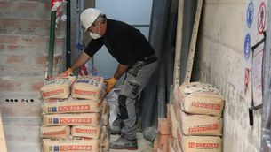 Un treballador de la construcció (ACN/Aina Martí)