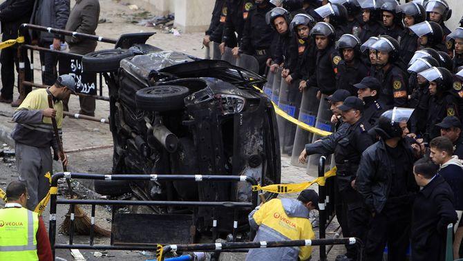 Un terrorista suïcida s'immola a les portes d'una església copta a Alexandria i causa 21 morts