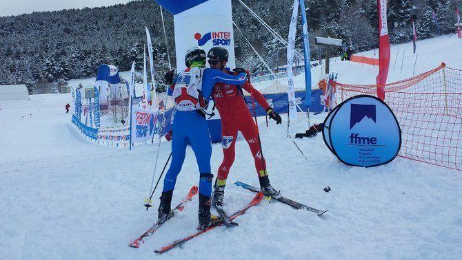 Kilian Jornet s'abraça amb Damiano Lenzi un cop acabada la prova (FEDME)