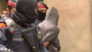 55 detinguts i més de 40 registres en una macrooperació contra els narcopisos