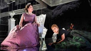"""Elisabetta, regina d'Inghilterra"" en la posda en escena de Davide Livermore"
