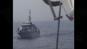 Els trets a l'aire amb què la guàrdia costanera líbia adverteix Open Arms