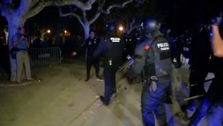 Imatge de:El conseller Buch defensa l'actuació policial a les portes del Parlament l'1-O