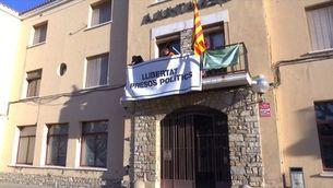 La Junta Electoral Central dona 48 hores per retirar llaços grocs i estelades d'edificis de la Generalitat