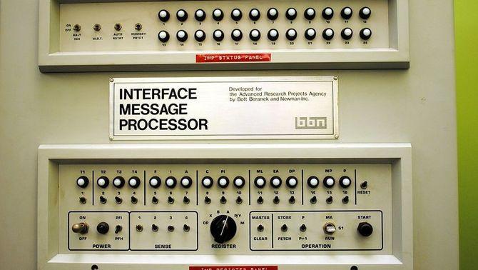 50 anys del primer missatge entre ordinadors, l'inici de la utopia d'una xarxa sense control