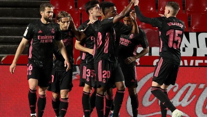 El Madrid goleja a Granada i es manté viu en la lluita per la lliga (1-4)