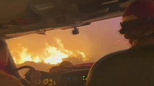 Bombers enmig del foc al incendis de Califòrnia