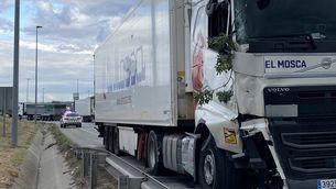 El camió ha tingut dos accident i en el segon ha mort una persona (@infojonquera)