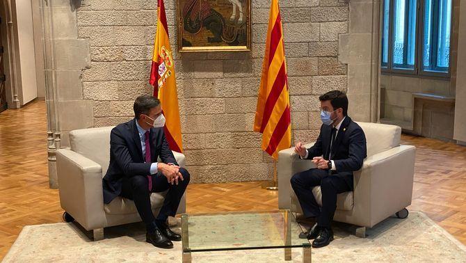 Primera trobada de Sánchez i Aragonès en el marc de la taula de diàleg (CCMA)