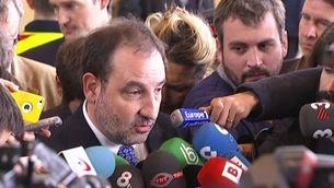 El conseller d'Interior, Ramon Espadaler, atenent els mitjans