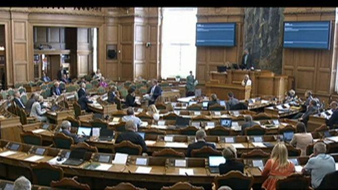 El Parlament danès aprovant la resolució