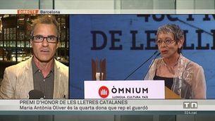Maria Antònia Oliver recull el Premi d'Honor