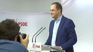 César Luena a la roda de premsa a Ferraz