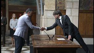 Carles Puigdemont i Santi Vila en la presa de possessió d'aquest com a nou conseller d'Empresa i Coneixement