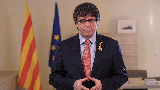 """Puigdemont renuncia """"provisionalment"""" a la investidura i cedeix el lloc a Jordi Sànchez"""