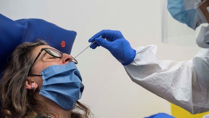 Salut canvia d'estratègia i farà 9.000 PCR a Sabadell, Terrassa i Ripollet