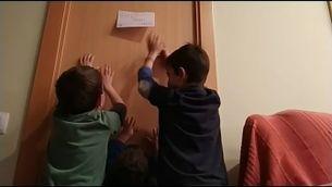 El Departament de Salut negociarà la fórmula perquè els pares puguin cuidar els fills si han de fer quarantena