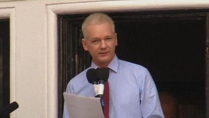 La fiscalia sueca tanca les acusacions d'assetjament sexual contra Assange