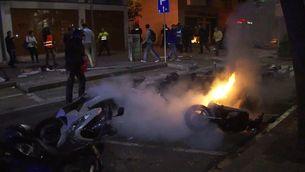 Aldarulls i ferits a Gràcia després del desallotjament del Banc Expropiat