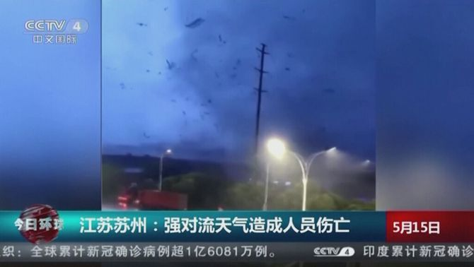 Almenys dotze morts i centenars de ferits per dos tornados a la Xina