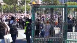 Arribada de Pedro Sánchez a Ceuta amb l'esbroncada de desenes de persones