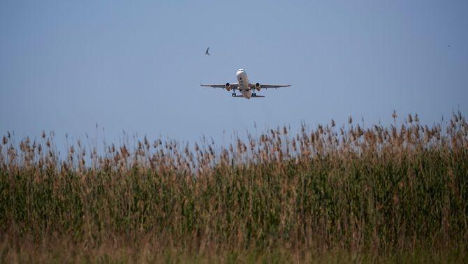 La proposta d'ampliació de l'aeroport del Prat genera debat entre empreses i ajuntaments