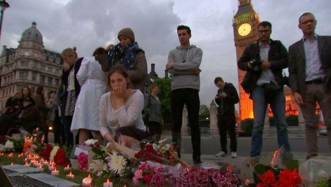Consternació al Regne Unit per l'assassinat de la diputada laborista Jo Cox