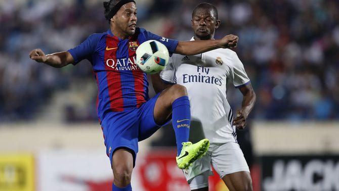 Ronaldinho, en el partit precedent dels Barça Legends contra el Reial Madrid