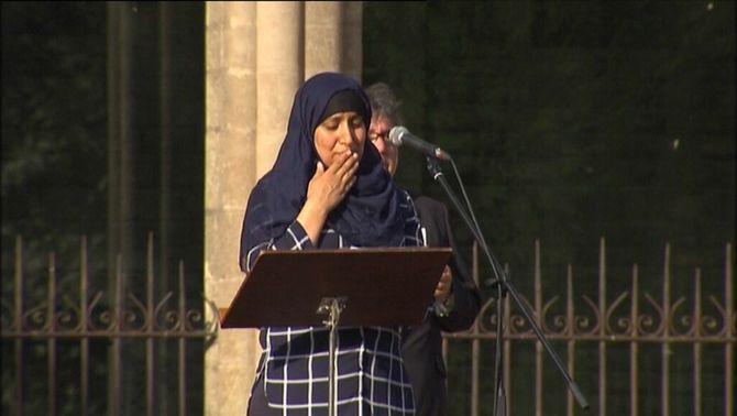L'emotiu discurs de la germana d'un dels terroristes marca l'homenatge a Ripoll