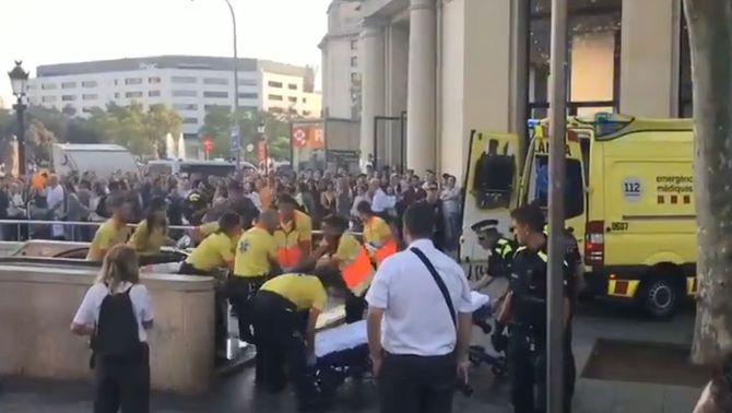 Apunyalen al coll un menor en una baralla a l'estació de plaça Catalunya a Barcelona