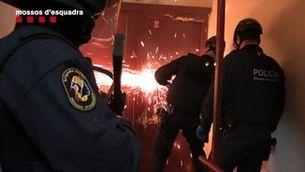 Macrooperació de mossos contra el tràfic de drogues i d'armes