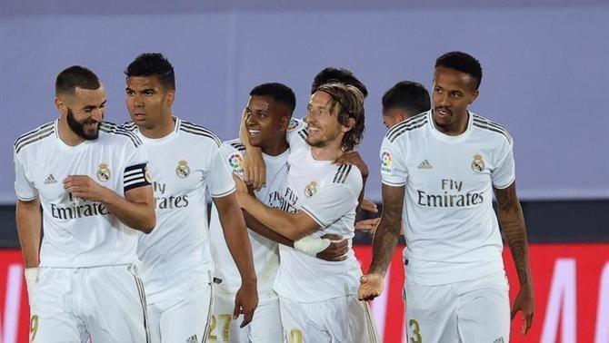 El Reial Madrid fa el de sempre i supera l'Alabès (2-0)