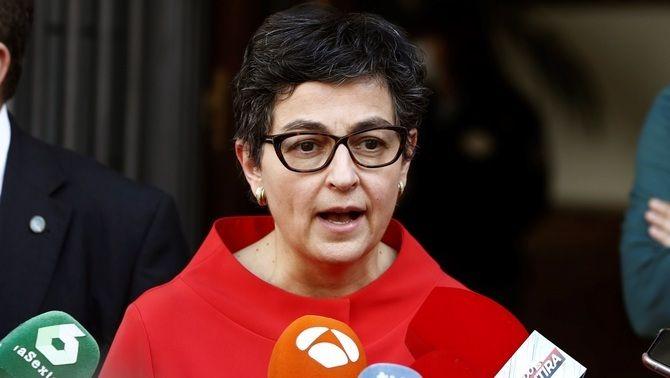 La ministra d'Exteriors, Arancha González Laya, sortint de la reunió amb l'ambaixadora marroquina