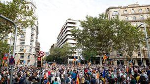 Centenars de persones es manifesten a Barcelona contra la detenció de Puigdemont