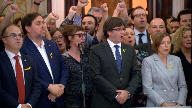Puigdemont, Junqueras i Forcadell al Parlament just després d'haver-se declarat la independència