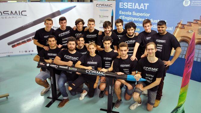 L'equip d'estudiants de la UPC que farà un salt a l'espai exterior