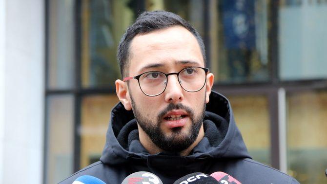 Primer pla del raper Valtònyc atenent els mitjans de comunicació a Brussel·les, el 26 de novembre del 2019. (Horitzontal)