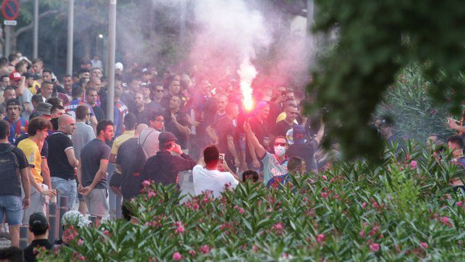 "Desenes de ""Boixos Nois"" es concentren per ""celebrar el descens de l'Espanyol"""