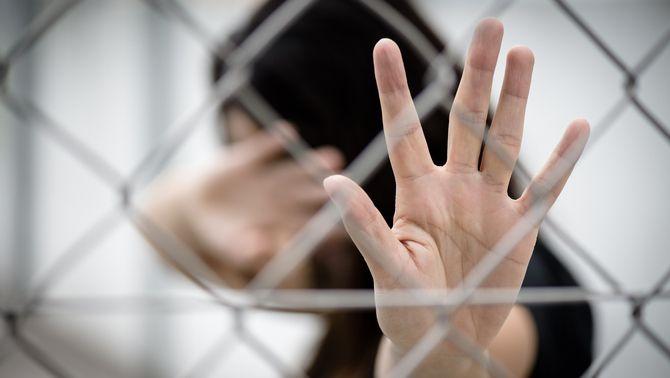 8 de cada 10 dones empresonades han patit violència de gènere