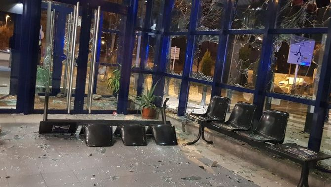 Tres detinguts per l'atac a la comissaria de Vic en les protestes per Hasél fa un mes