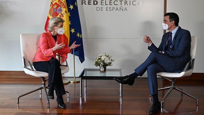 Ursula von der Leyen i Pedro Sánchez, aquest dimecres a la seu de Red Eléctrica, a Madrid