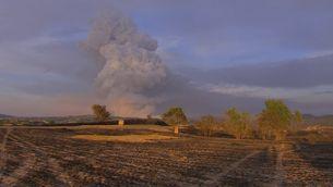 Al vespre s'ha format un gran pirocúmul a l'incendi que afecta la Conca de Barberà i l'Anoia