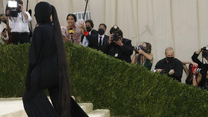 Kim Kardashian, un disseny de l'equip Balenciaga. amb el que ha estat una de les tries més comentades (Reuters/Mario Anzuoni)