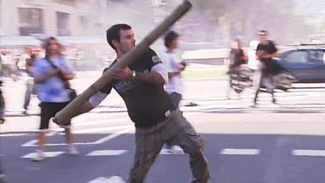 Detingut un dels esvalotadors més violents dels incidents a Barcelona el dia de la vaga general