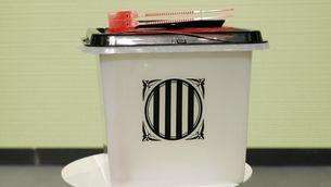 De plàstic, translúcides i amb tapa negra: així són les urnes de l'1-O